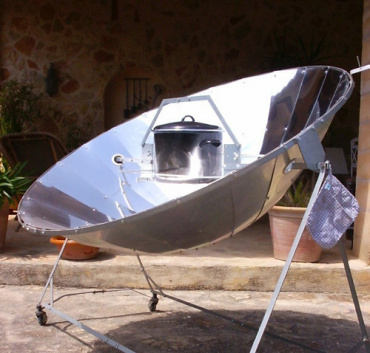 Solar powered rice cooker